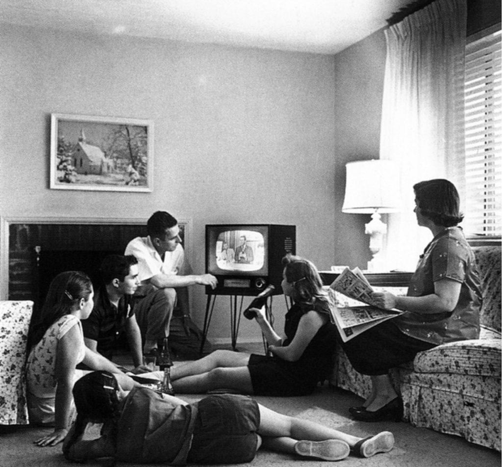 foto-1-para-nota-la-television-otro-integrante-mas-de-la-familia